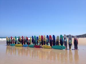 curso-de-surf-en-grupo-llanes-asturias
